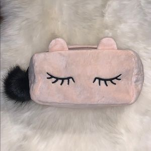 📌 Monat Embroidered Makeup Bag